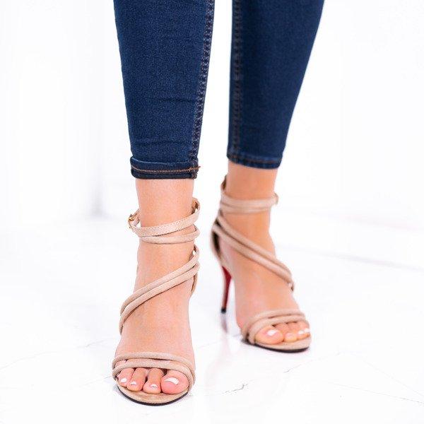 0fc16e53b6cbbf Beżowe sandały na niskiej szpilce Joleen - Obuwie Kliknij, aby powiększyć  ...