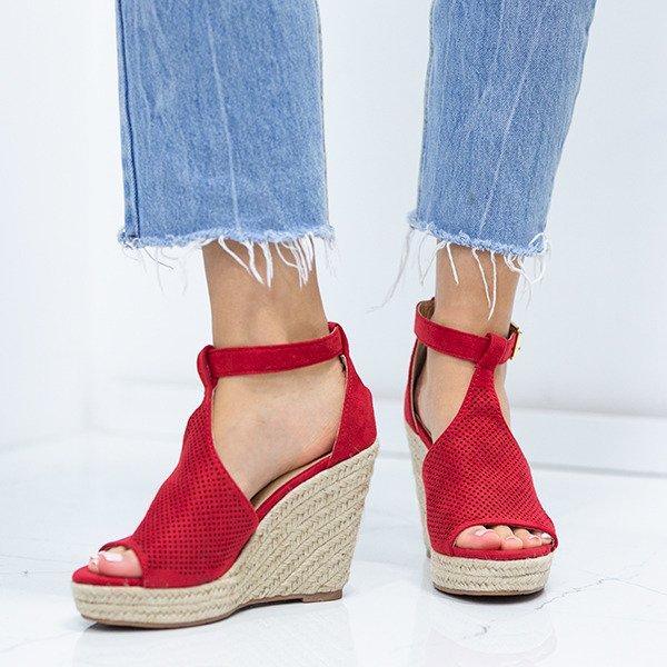 e0c5cc44 Kliknij, aby powiększyć · Czerwone sandały na koturnie z ażurowym  wykończeniem Fastina - Obuwie Kliknij ...