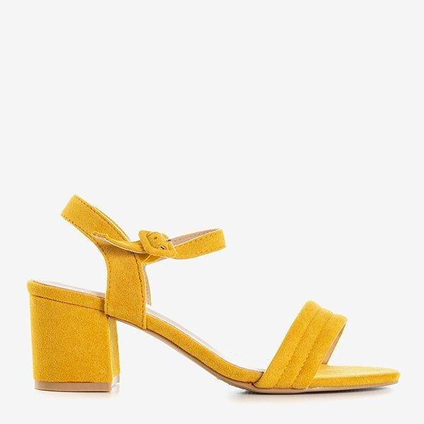 Musztardowe sandały damskie na niskim słupku Niusty Obuwie