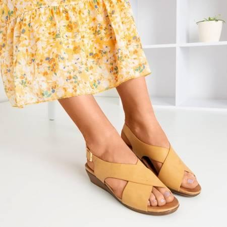 Beżowe damskie sandały na niskiej koturnie Jaliga - Obuwie
