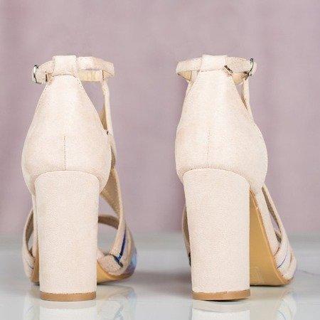Beżowe sandały na słupku z holograficznym wykończeniem Raffaessa - Obuwie