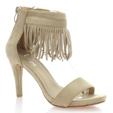 Beżowe sandały zamszowe z frędzelkami - Obuwie