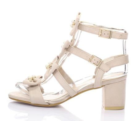 Beżowy sandały na słupku - Obuwie