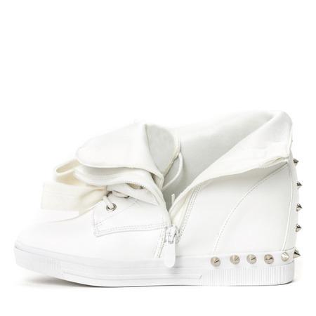 Białe sneakersy z ćwiekami Levi - Obuwie