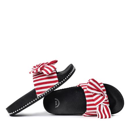 Biało-czerwone klapki z kokardką Akelia - Obuwie