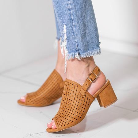 Brązowe ażurowe sandały na słupku Farrell - Obuwie