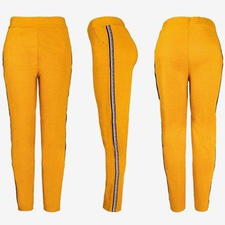 Brązowe damskie spodnie dresowe z lampasami - Spodnie