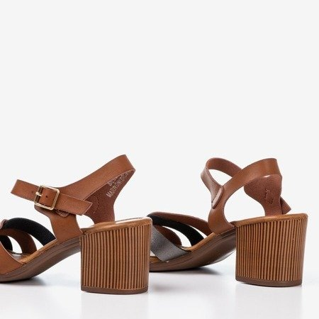 Brązowe sandały na wyższym słupku z kolorowymi paseczkami Sanica - Obuwie
