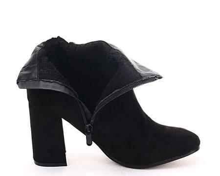 Czarne botki z ćwiekami - Obuwie