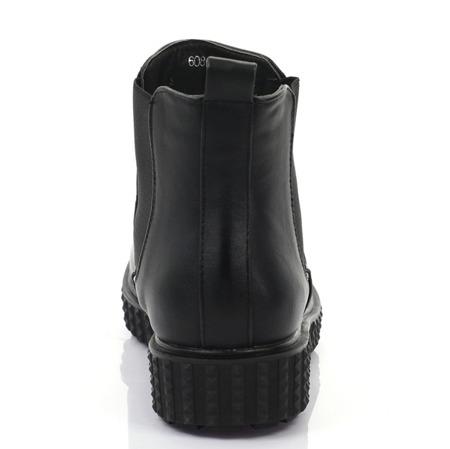 Czarne botki z tłoczeniem na podeszwie - Obuwie