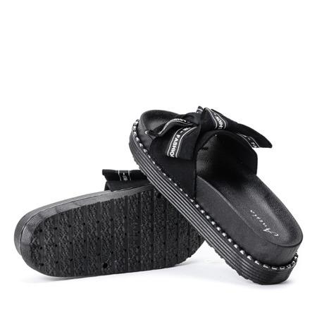 Czarne klapki na grubej platformie z ozdobną kokardką Elemi - Obuwie