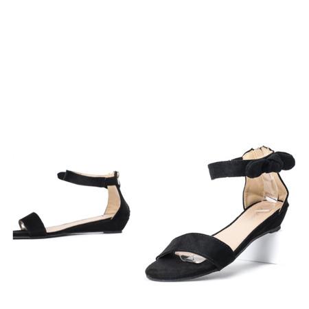 Czarne sandały na niskiej koturnie Aza - Obuwie