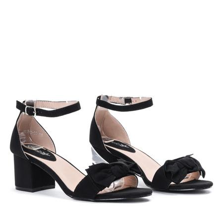 Czarne sandały na niskim słupku z kokardką Qatina - Obuwie