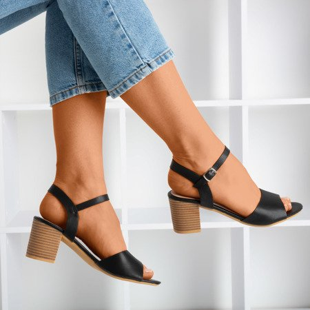 Czarne sandały na wyższym słupku Loaha - Obuwie