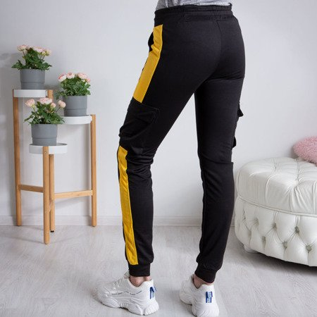 Czarne spodnie dresowe damskie z kieszeniami - Spodnie
