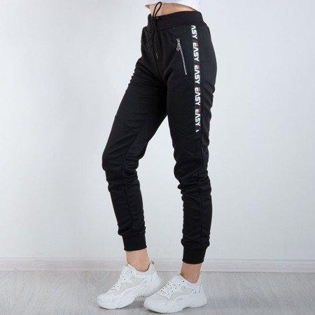 Czarne spodnie dresowe z napisami Spodnie