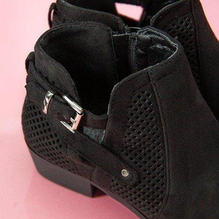 Czarne sztyblety z ażurowym zdobieniem Black Elegance - Obuwie