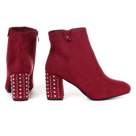 Czerwone botki na słupku z dżetami - Obuwie