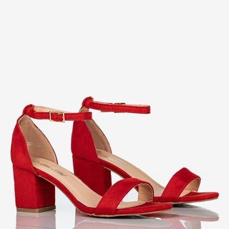 Klasyczne sandały damskie na niskim obcasie czerwone