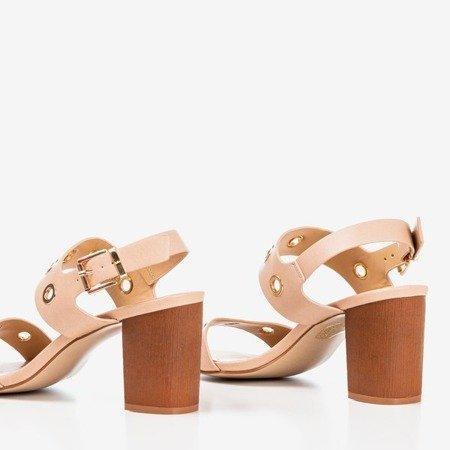 Jasnoróżowe sandały na wyższym słupku z wycięciami Cangola - Obuwie
