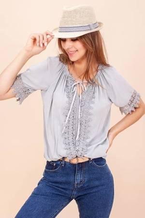 Jasnoszara damska bluzka z koronką - Odzież