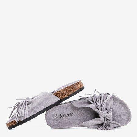 Jasnoszare damskie klapki z frędzelkami Amassa - Obuwie