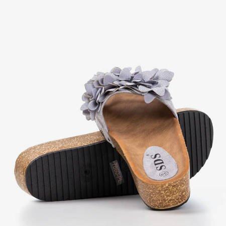 Jasnoszare damskie klapki z kwiatkami Bwakira - Obuwie