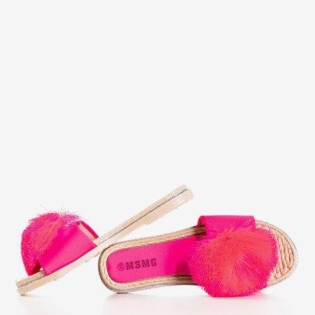 Neonowe różowe klapki z pomponem Talvika - Obuwie