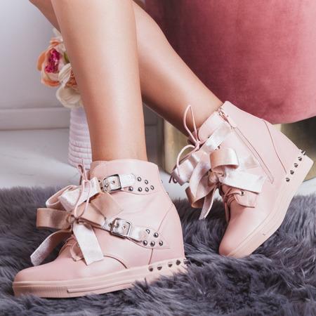 Różowe sneakersy z ćwiekami Levi - Obuwie