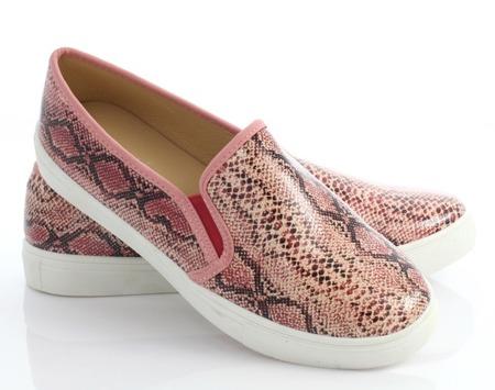 Różowe, sportowe trampki slip on - Obuwie