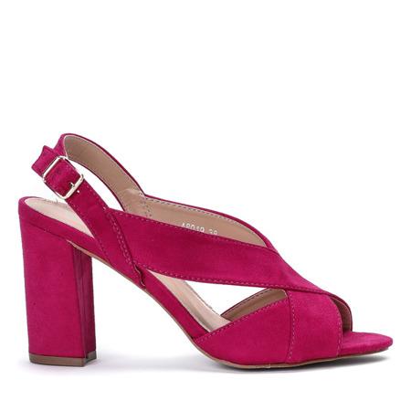 Sandałki na słupku z wycięciem wykonane z eko - zamszu w kolorze fuksjowym Angelia - Obuwie