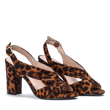 Sandałki w panterkę na słupku z wycięciem wykonane z eko - zamszu Angelia - Obuwie