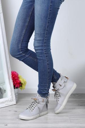 Szare buty sportowe z klamerką Freedom - Obuwie