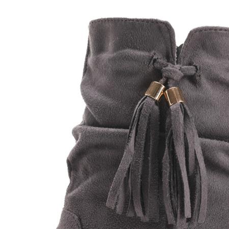 Szare zamszowe botki na krytym koturnie Lovely- Obuwie