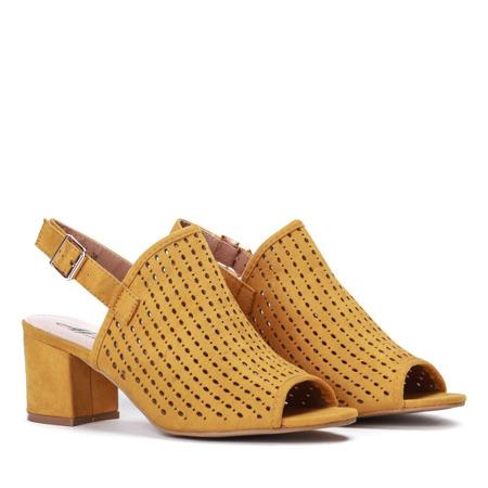 Żółte ażurowe sandały na słupku Farrell - Obuwie