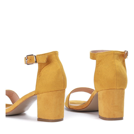 Żółte sandały na niskim słupku Lisha - Obuwie