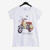 Biały t-shirt damski zdobiony kolorowym printem - Odzież